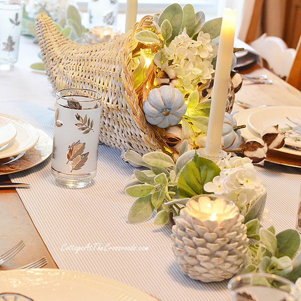 Set a Stunning Thanksgiving Table